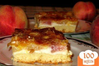 Фото рецепта: «Пирог с творогом и свежими персиками»