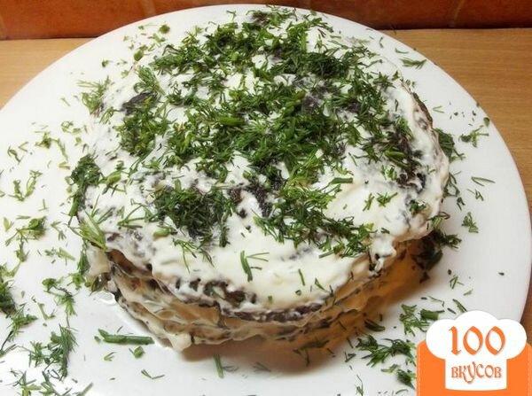 Фото рецепта: «Печеночный торт со сметаной и чесноком»