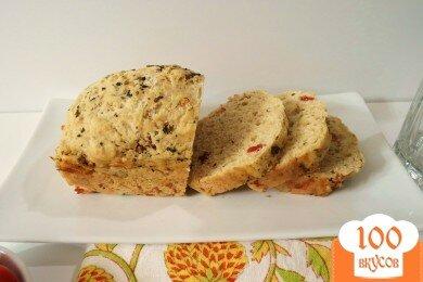 Фото рецепта: «Хлеб Каприз с сыром и вялеными помидорами»