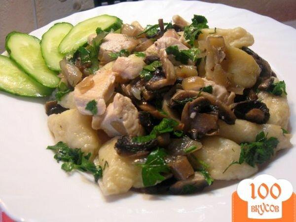 Фото рецепта: «Картофельные галушки с курицей и грибами»