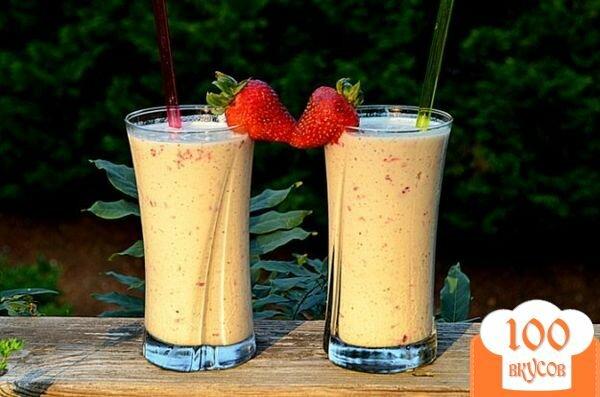 Фото рецепта: «Молочный коктейль с киви и клубникой»