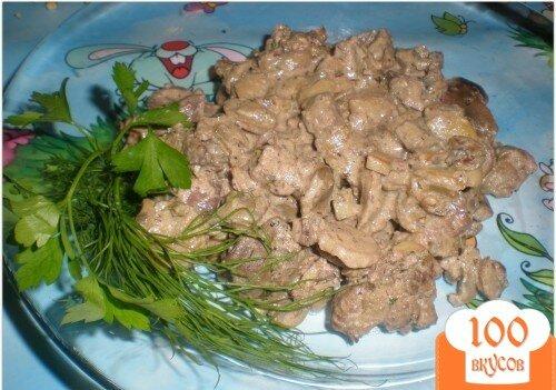 Фото рецепта: «Куриная печень с грибами под сметанным соусом»