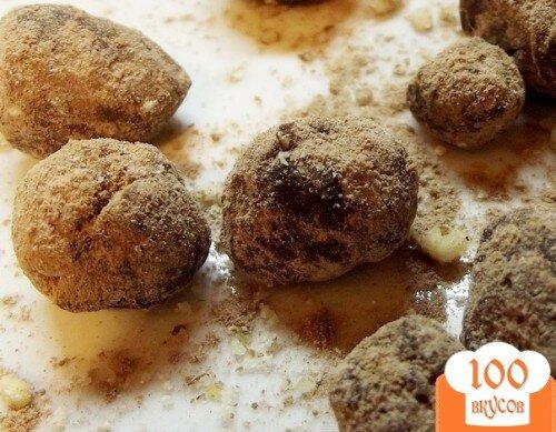 Фото рецепта: «Классические трюфели с цельным орехом»