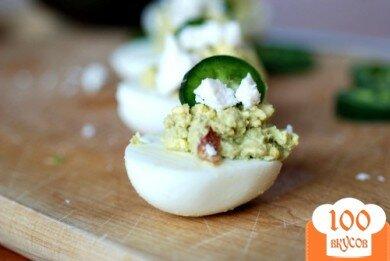 Фото рецепта: «Фаршированные яйца с авокадо»