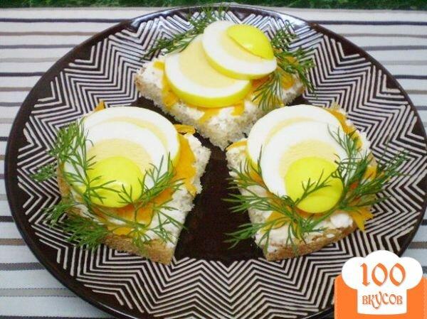 Фото рецепта: «Канапе с двумя видами сыра и маринованными яйцами»