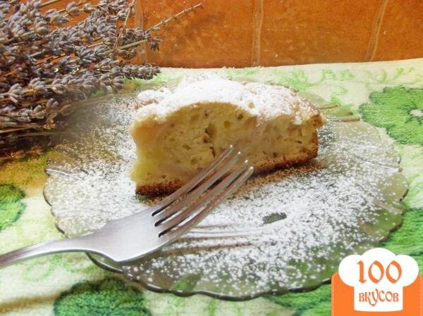Фото рецепта: «Простая шарлотка с грецкими орехами»