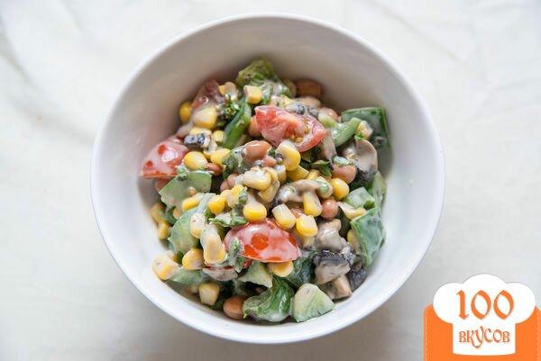 Фото рецепта: «Салат с фасолью, сладкой кукурузой и грибами»