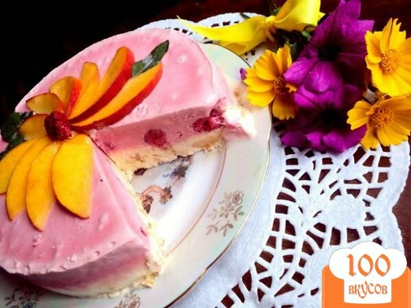 Фото рецепта: «Торт–мороженое с меренгой и фруктами»