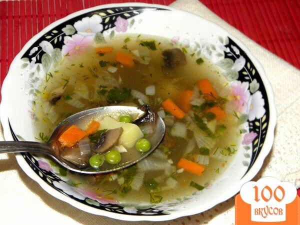 Фото рецепта: «Куриный суп с зеленым горошком и грибами»