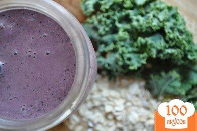 Фото рецепта: «Черничный смузи с листьями кале»