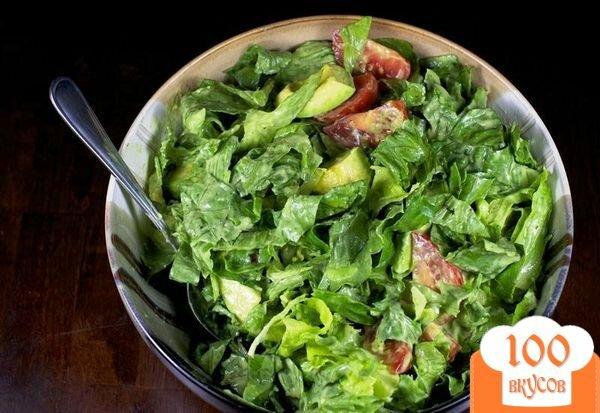 Фото рецепта: «Зеленый салат с помидорами и авокадо»