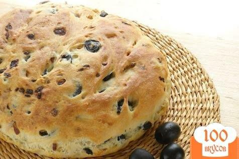 Фото рецепта: «Хлеб с луком и маслинами»