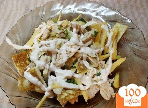 Фото рецепта: «Теплый салат с омлетом и курицей»