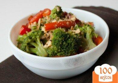 Фото рецепта: «Теплый салат из перца и брокколи»