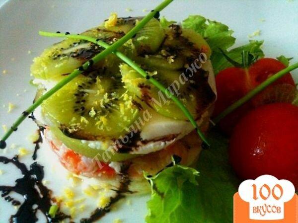 Фото рецепта: «Салат с моцареллой, киви и креветками»