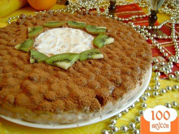 Фото рецепта: «Йогуртовый торт с бананами и шоколадными шариками «Празничный»»