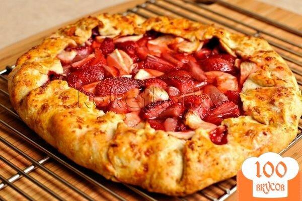 Фото рецепта: «Пирог с клубникой и яблоками»