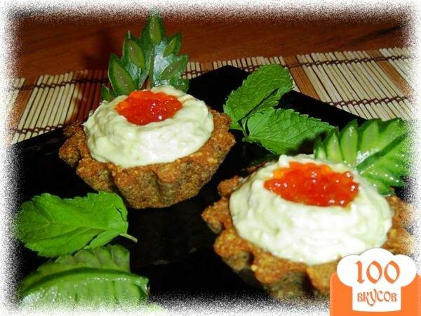 Фото рецепта: «Тарталетки с кремом из авокадо с сельдью»