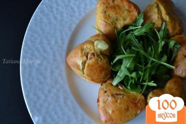 Фото рецепта: «Закусочные кексики с сыром и ветчиной»