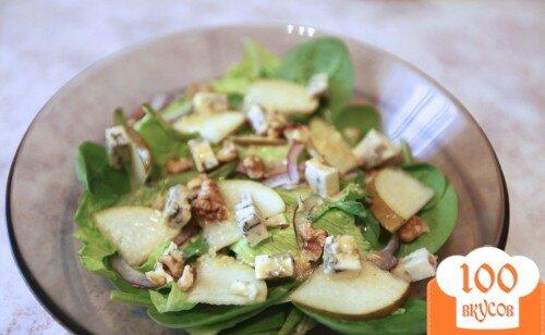 Фото рецепта: «Пикантный салат с грушей и сыром с плесенью»