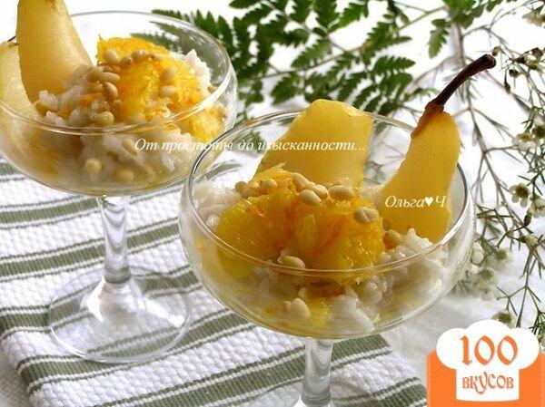 Фото рецепта: «Рисовый пудинг в кокосовых сливках с грушей, апельсиновым соусом и кедровыми орешками»