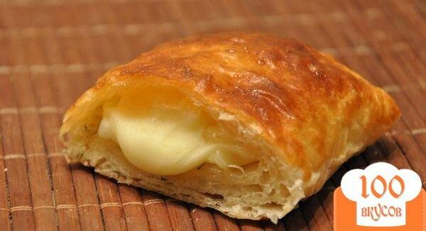 Фото рецепта: «Слоеные пирожки с сыром»