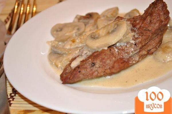 Фото рецепта: «Запеченная говядина под грибным соусом»
