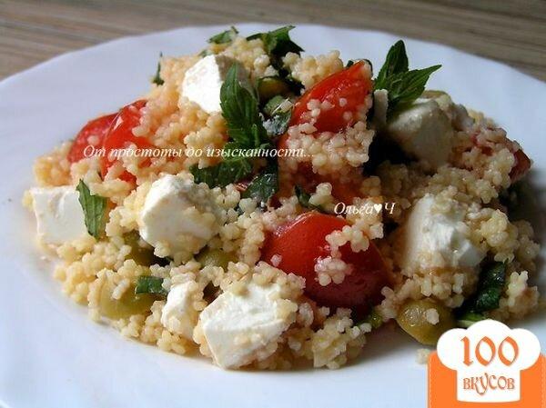 Фото рецепта: «Мятный салат из кускуса с помидорами, фетой и оливками»