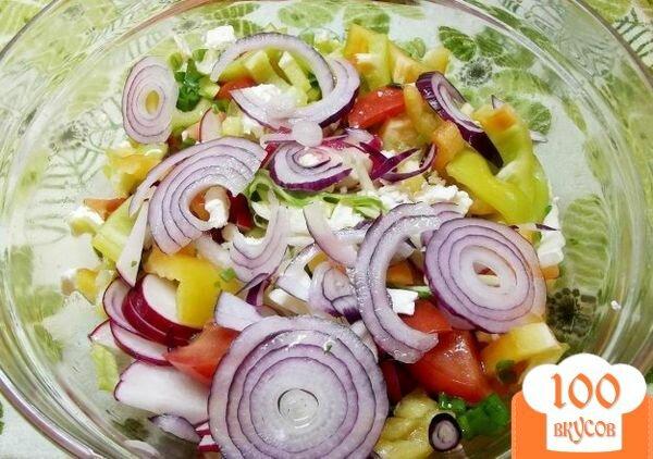 Фото рецепта: «Салат с крымским луком и фетой»