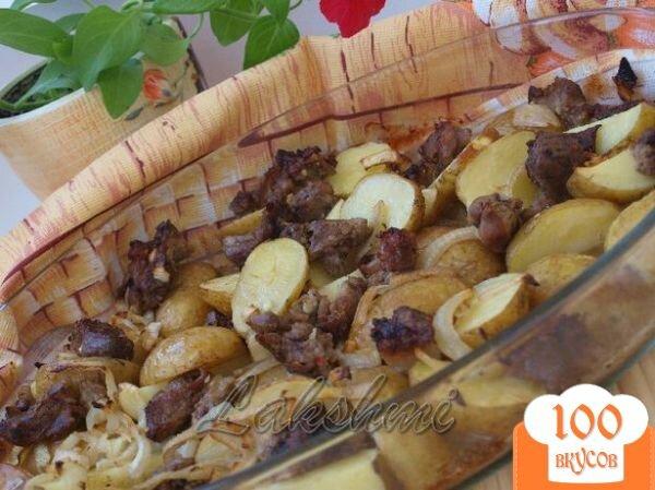 Фото рецепта: «Свинина в чесночном маринаде с картофелем в духовке»