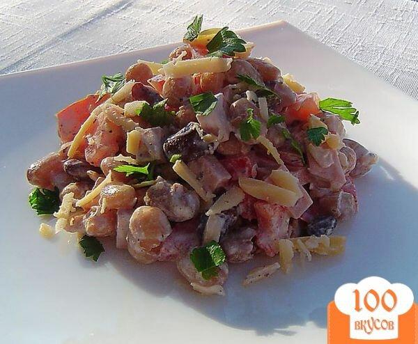 Салат из фасоли и сухариков и колбасы рецепт с