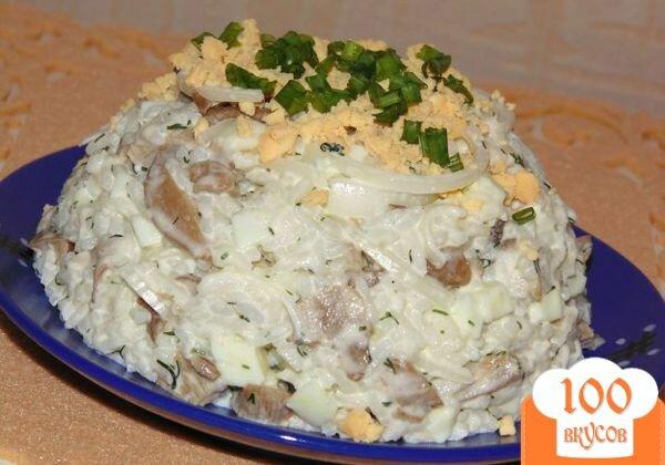 Салат с рисом и маринованными шампиньонами