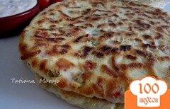 Фото рецепта: «Лепешки с кусочками бекона, сыром и зеленым луком»