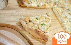 Фото рецепта: «Пицца с грушей и сыром горгондзола»