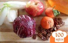 Фото рецепта: «Салат из красного салатного цикория с орехами, яблоками и мандаринами»