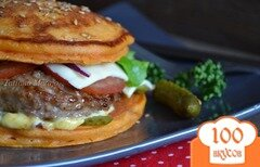 Фото рецепта: «Бургер из томатных оладьев»