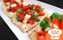 Фото рецепта: «Брускетта с помидорами и моцареллой»