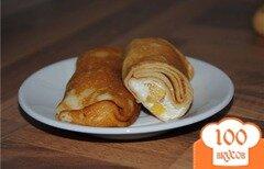Фото рецепта: «Блинчики с творогом, печеным яблоком и хурмой»