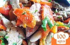 Фото рецепта: «Теплый салат с куриной печенью и запеченым перцем»