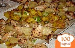 Фото рецепта: «Куриные шашлычки с ананасами на шампурчиках»