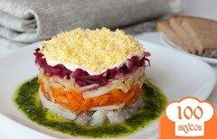 Фото рецепта: «Сельдь под шубой с зеленым чесночным соусом»