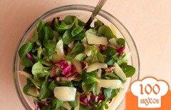 Фото рецепта: «Итальянский салат с грушей, грецким орехом и пармезаном.»