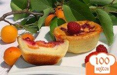 Фото рецепта: «Творожные заливные корзиночки с абрикосами и малиной»