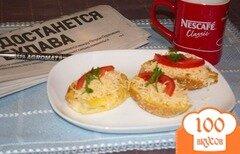 Фото рецепта: «Французские гренки с сыром, помидором и зеленью»