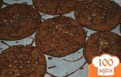 Фото рецепта: «Шоколадное печенье с орехами и глазурью»