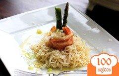 Фото рецепта: «Паста со спаржей и креветками, завернутыми в бекон»