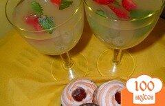 Фото рецепта: «Лимонный напиток с мятой и клубникой»