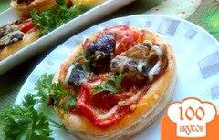 Фото рецепта: «Мини-пицца с грибами и ветчиной»