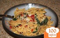 Фото рецепта: «Паста с помидорами, сыром бри и шпинатом»