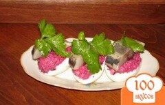 Фото рецепта: «Яйца, фаршированные овощами и селедкой»